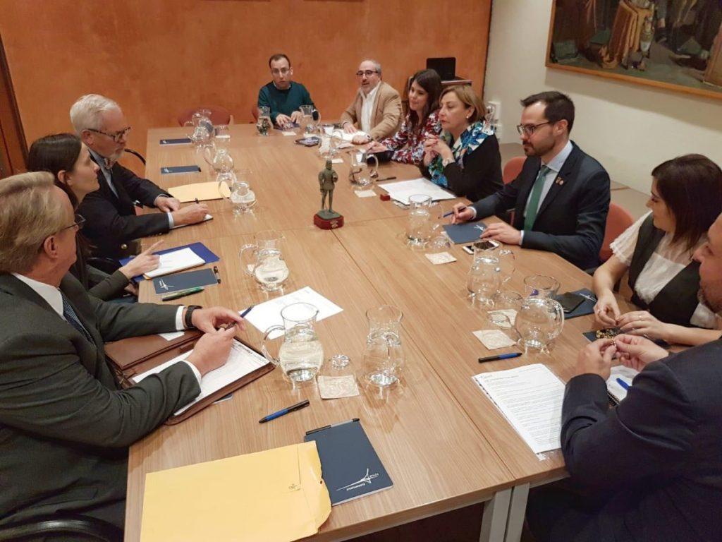 Héctor Pons en una reunión con las autoridades de Avilés y San Agustín de La Florida