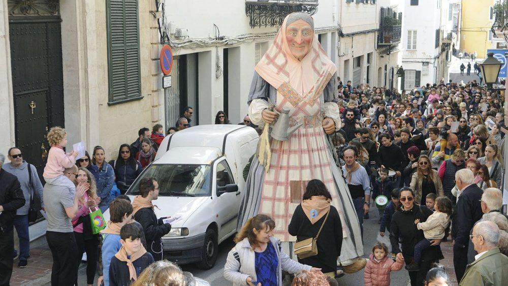 S'Àvia Corema, por las calles de Maó (Fotos: Tolo Mercadal)