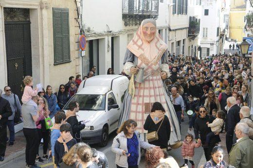 S'Àvia Corema, por las calles de Maó (Foto: Tolo Mercadal)