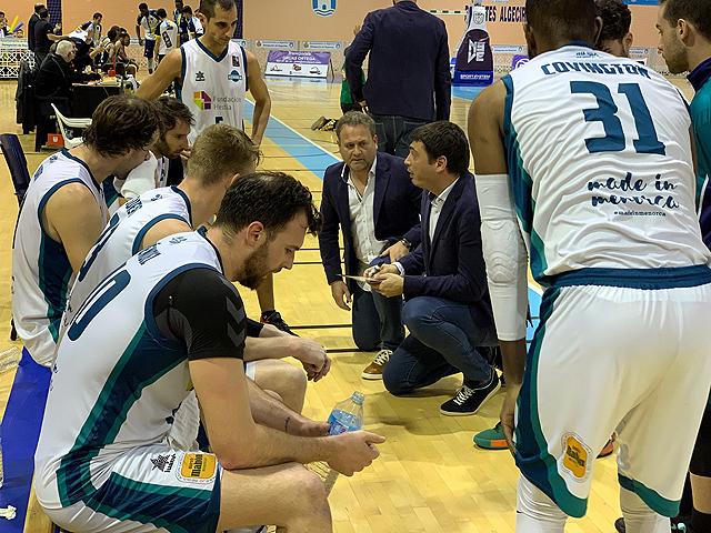 El equipo se prepara para comenzar la competición (Foto: Hestia Menorca)