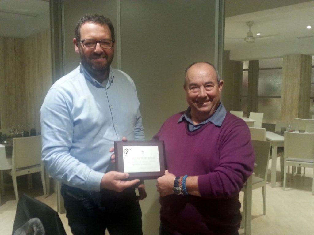El presidente de ASEIME, Ricardo Lluch  entregó una placa a Pere Pau Florit