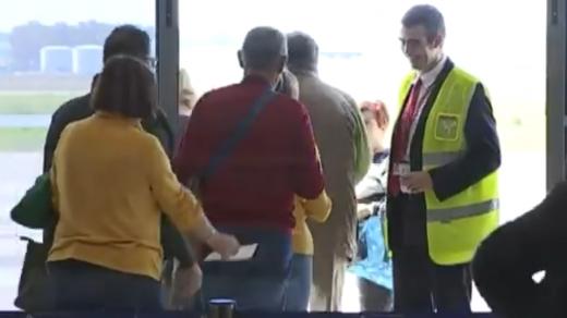 Los pasajeros, embarcando en el aeropuerto de Badajoz.