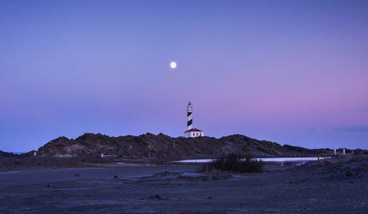 El domingo sí que se pudo contemplar la luna (Foto: Mikel Llambías)