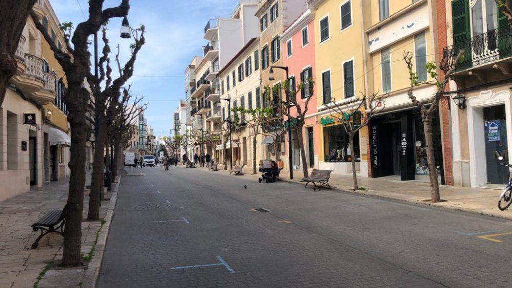 Una de las calles comerciales de Maó (Fotos: Tolo Mercadal)