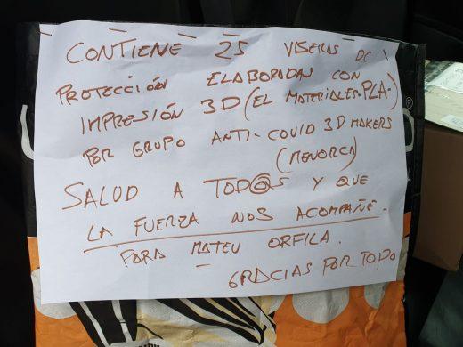(Fotos) Donan al Mateu Orfila más de 50 viseras de protección