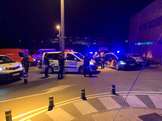 (Vídeo y fotos) Aplausos entre sanitarios, bomberos y policías en Ciutadella