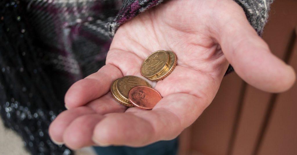 """La cifra supone un 62,2 % del conjunto de beneficiarios y evidencia """"que la pobreza tiene cara de mujer""""."""