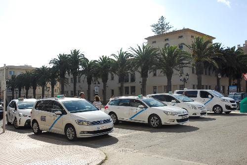 Taxis en Ciutadella (Foto: Ajuntament Ciutadella)