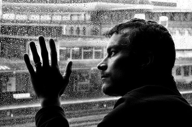 Mirando por la ventana para ver pasar los días