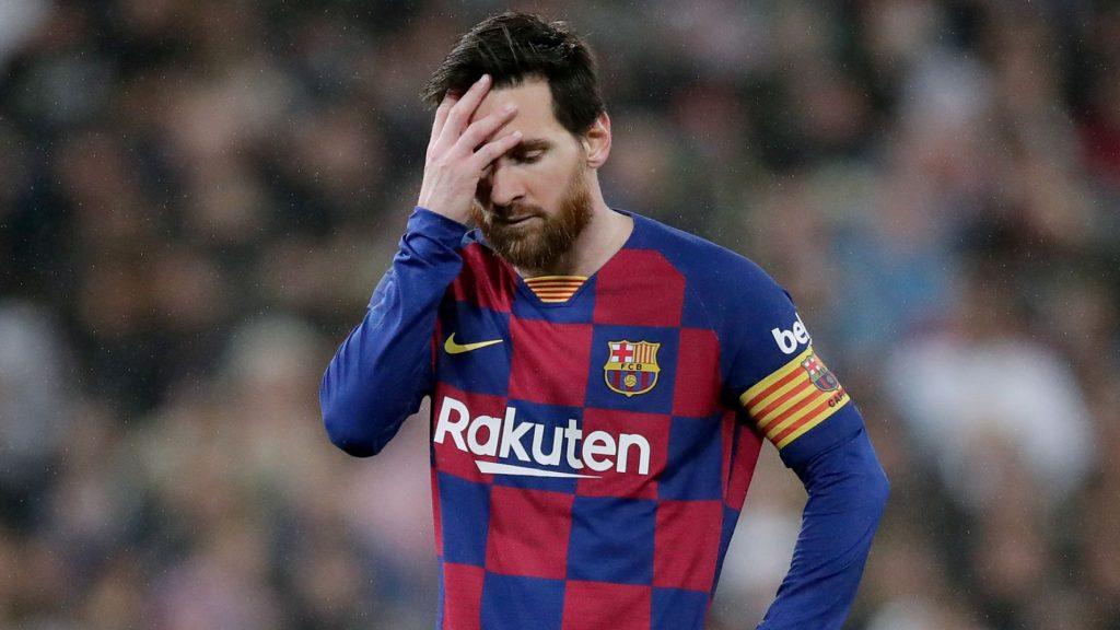 Messi se lamenta tras una ocasión.