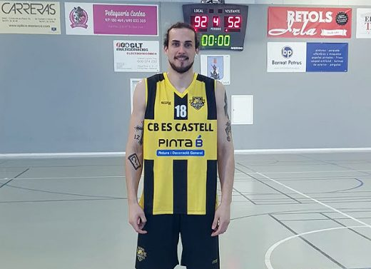 Oriol Muñoz vistiendo la camiseta del CB Es Castell