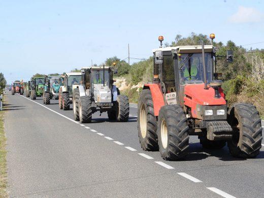 """(Vídeo y galería de fotos) Los tractores """"toman"""" Menorca"""