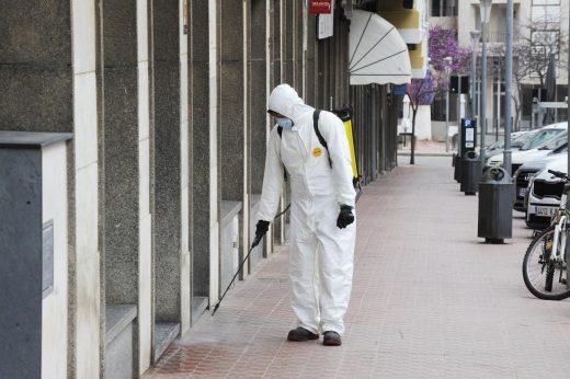 Operarios de Maó desinfectaron las calles de la ciudad durante el Estado de Alarma