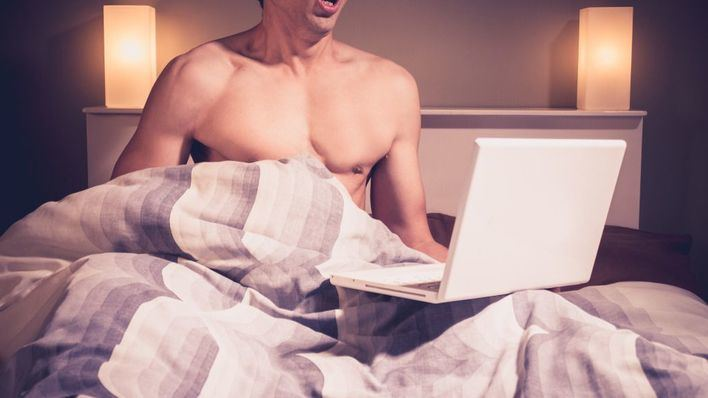 En el portal Pornhub, con más de 10 millones de inscritos y 120 millones de visitantes diarios, los vídeos caseros subidos directamente por modelos han aumentado el 30 por ciento.