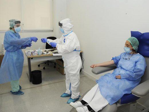 (Fotos) Comienzan las pruebas a los profesionales sanitarios de Menorca