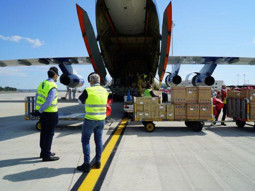 Llega más material sanitario: 1 millón de guantes y 30.000 trajes de protección