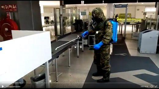 Imagen del vídeo en el que se muestra a efectivos del Ejército en tareas de desinfección