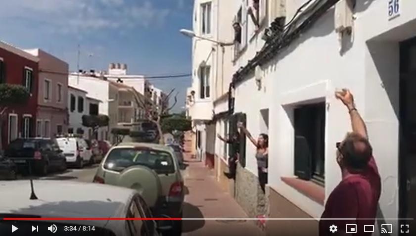 Imagen del vídeo protagonizado por familias de Es Castell