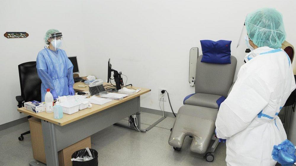 Solo una persona se encuentra ingresada en el Mateu Orfila pero ya ha dado negativo en las pruebas realizadas (Foto: Tolo Mercadal)