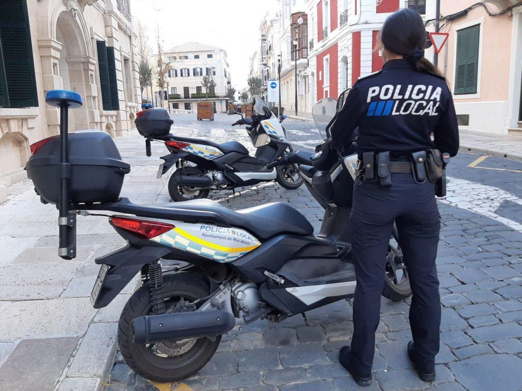 Agente de la Policía Local de Maó (Fotos: Ajuntament de Maó)