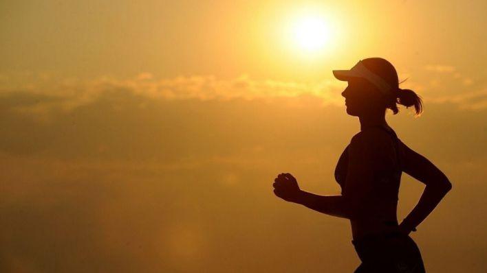 Una corredora en pleno ejercicio.