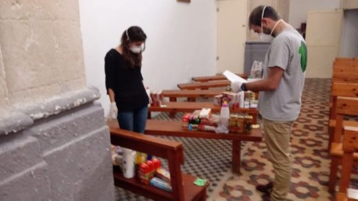 Voluntarios del servicio de alimentos (Foto: Càritas Menorca)