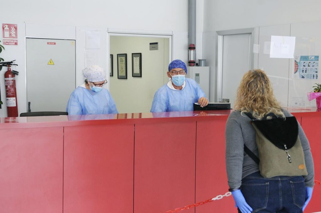 El único profesional sanitario que quedaba afectado por el virus ha recibido el alta (Foto: Tolo Mercadal)