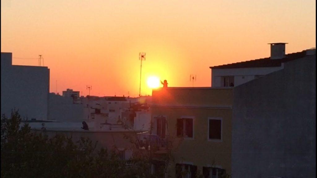Tras los aplausos a los sanitarios, fiesta y buen ambiente en Ciutadella.