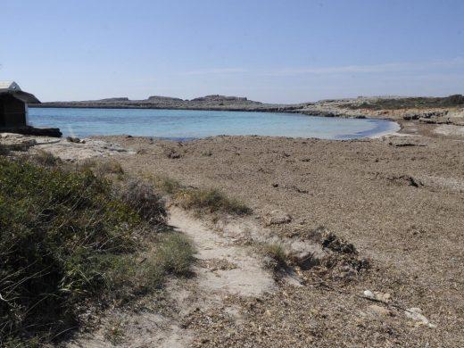 (Fotos) Playas vacías pese al sol por responsabilidad