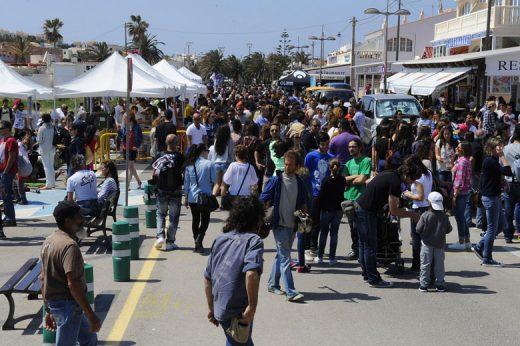 Punta Prima es una de las urbanizaciones que acoge un buen número de comercios de temporada