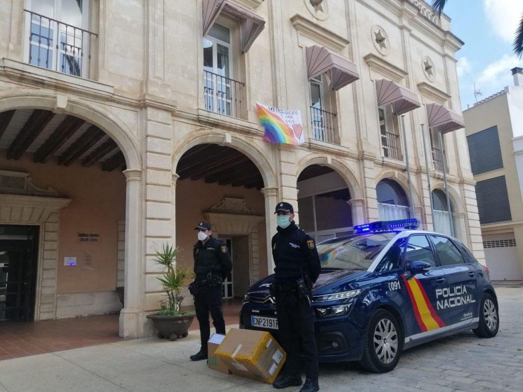 Agentes policiales velan por el cumplimiento del confinamiento (Foto: Policía Nacional)