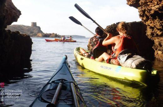 Excursión en kayak, una de las actividades en la Albufera de Es Grau