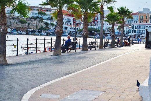 Los residentes en Es Castell pueden pasear y hacer deporte desde las 6 a las 23 horas (Foto:EA)