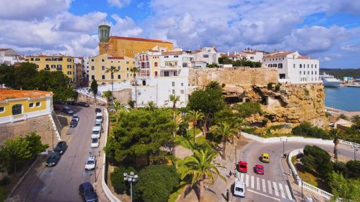 Imagen del centro de Maó (Foto: Turismo de las Illes Balears)