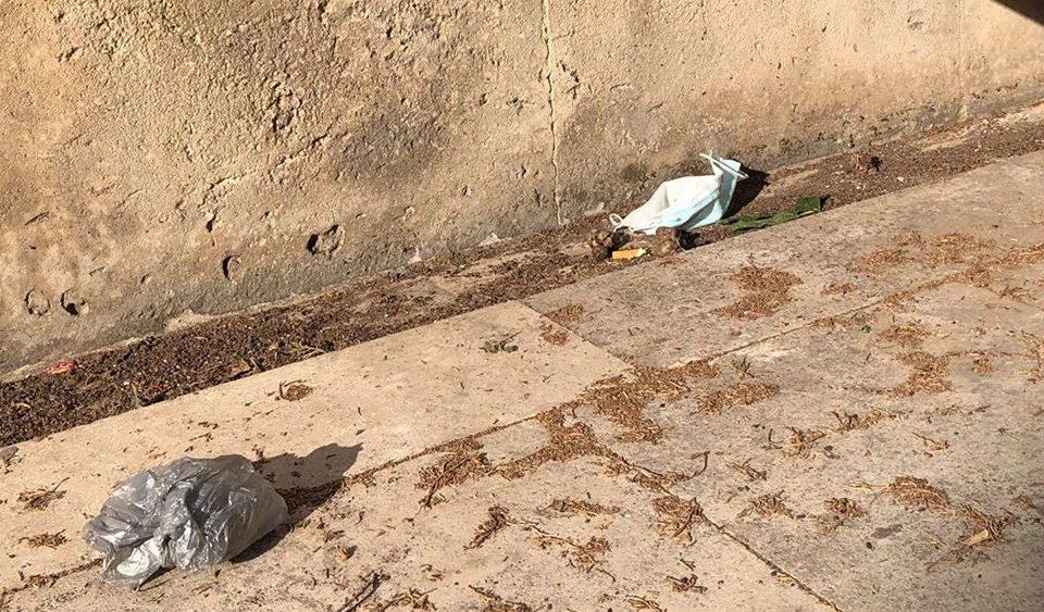 Mascarillas en el suelo en una imagen publicada por el Museo de Menorca