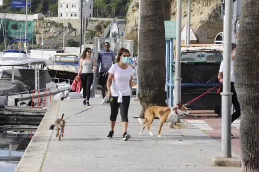 Vigilar el uso de las mascarillas es una de las tareas de estos operativos (Foto: Tolo Mercadal)
