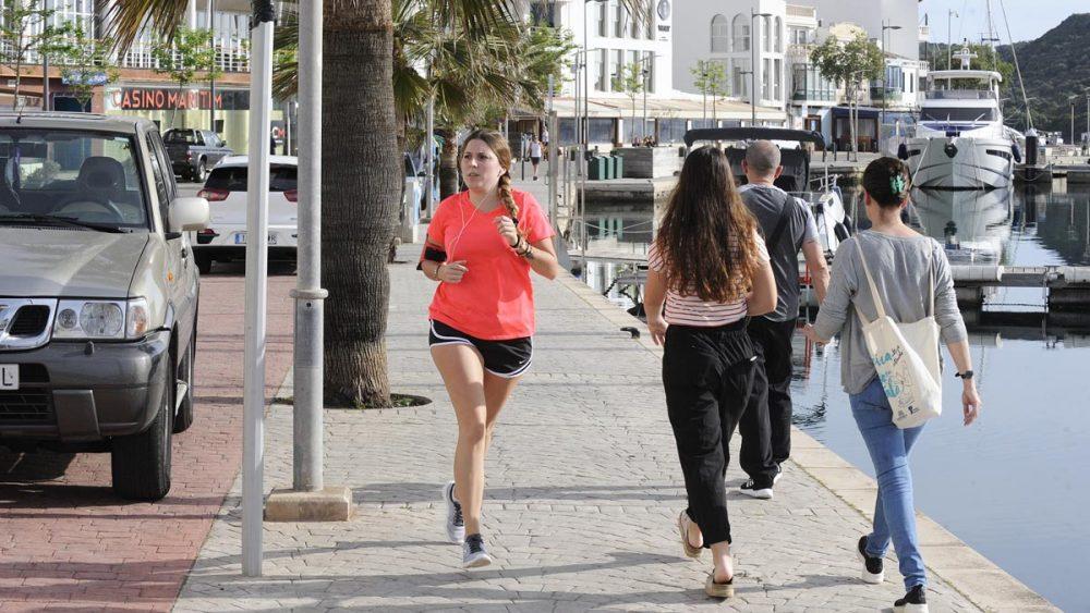 Actividad en el puerto de Maó (Foto: Tolo Mercadal)