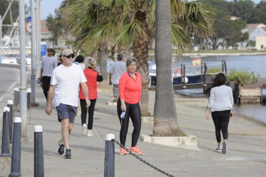 Gente haciendo deporte o paseando.