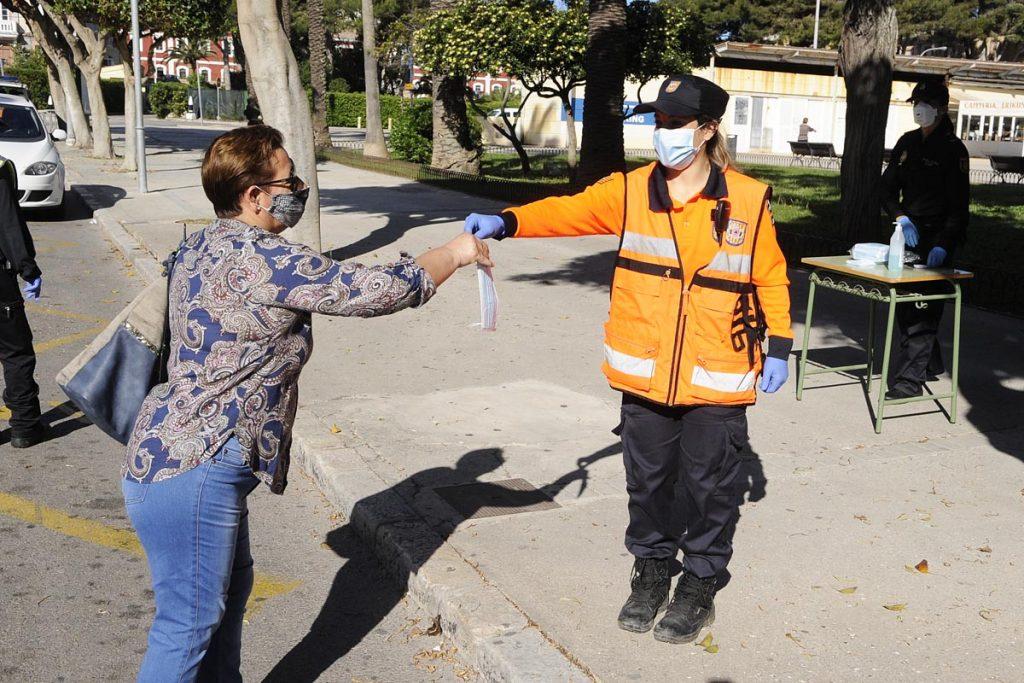 La mascarilla es un recurso preventivo que debe considerarse como producto de primera necesidad (Foto: Tolo Mercadal)