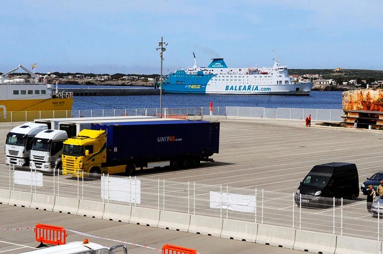Nuevamente el puerto exterior de Ciutadella tendrá que cerrar sus instalaciones por el temporal