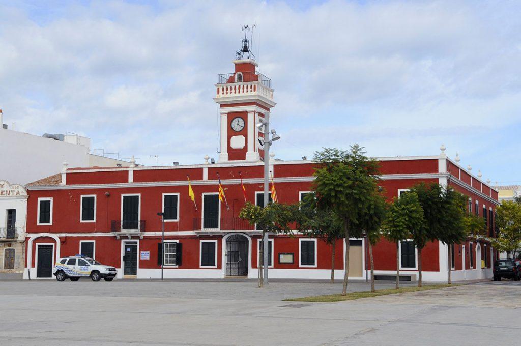 La crisis política se cobra 3 concejales de Es Castell