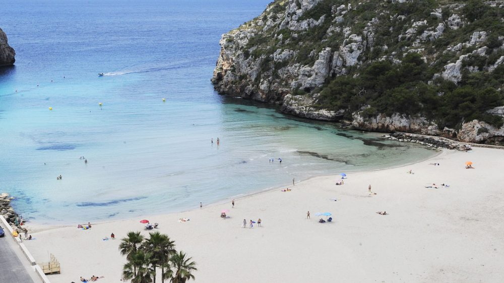 Cala en Porter, una de las playas donde se suele dar el cambio de color del agua por microalgas (Foto: Tolo Mercadal)