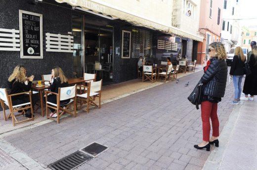 Terraza abierta en el centro de Maó (Foto: Tolo Mercadal)