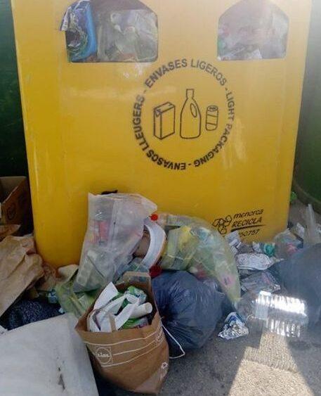 Fotografía del contenedor de plásticos.