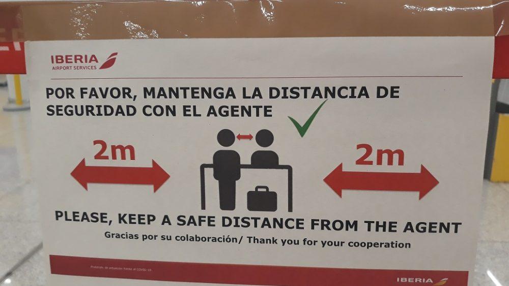 Señales para mantener la distancia.