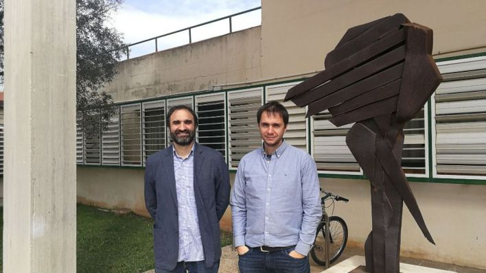 Los ingenieros, tras la entrevista (Foto: Mallorcadiario.com)