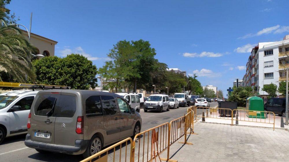 La calle Vives Llull ha padecido varios atascos en la circulación de vehículos esta mañana
