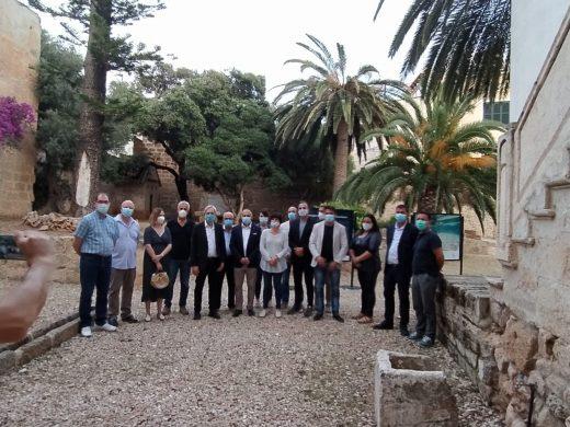 """(Vídeo/fotos) """"Toc de dol"""" para las víctimas del Covid-19 ante las """"carotes"""" de Sant Joan"""
