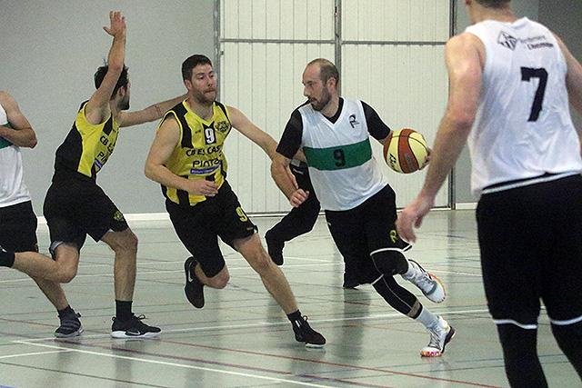 Mesa, con el número 9, en un partido ante el Llucmajor (Foto: deportesmenorca.com)