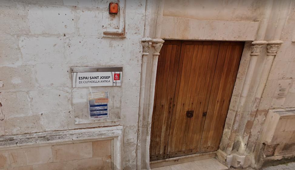 Puerta de entrada del espacio de arte.